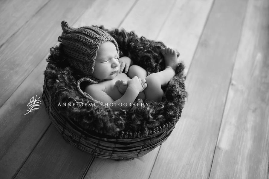 neugeborenens_baby_sieben_tage_alt_babfotos_fotostudio_muenchen_spezialist_schwanger_geburt_hebamme_anne_deml_babyfotograf_constantin_12