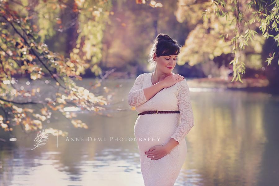 babybauchbilder_in_der_natur_ungezwungen_outdoor_schwangerschaftsshooting_anne_deml_muenchen_fotostudio_schwanger_geburt_babyfotograf_jacqueline_10