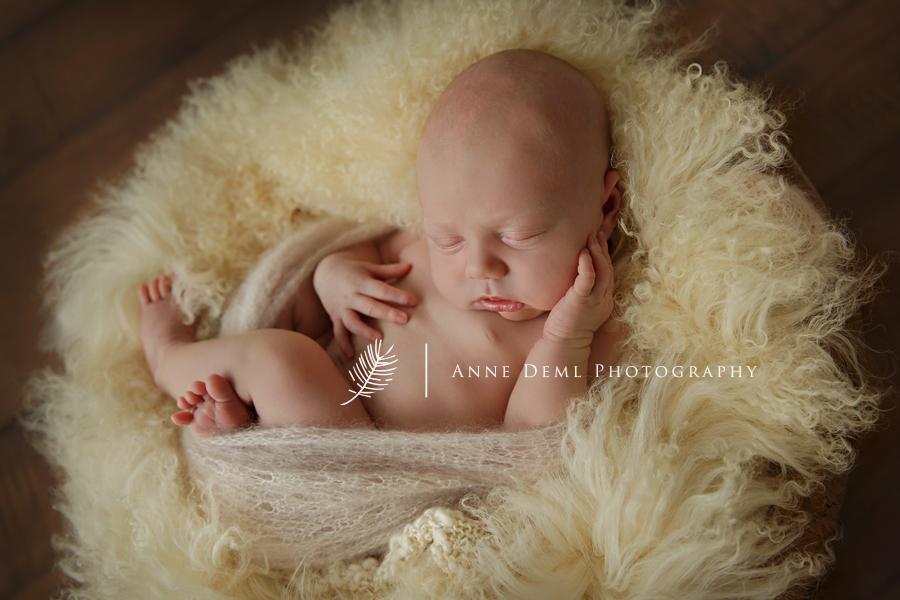babyfotograf_fuer_besondere_anne_deml_exklusive_babyfotografie_neugeborenenfotografie_neugeborenenfotos_babyfotos_im_fotostudio_muenchen_babystudio_atelier_geburt_krankenhaus_schwanger_laura9