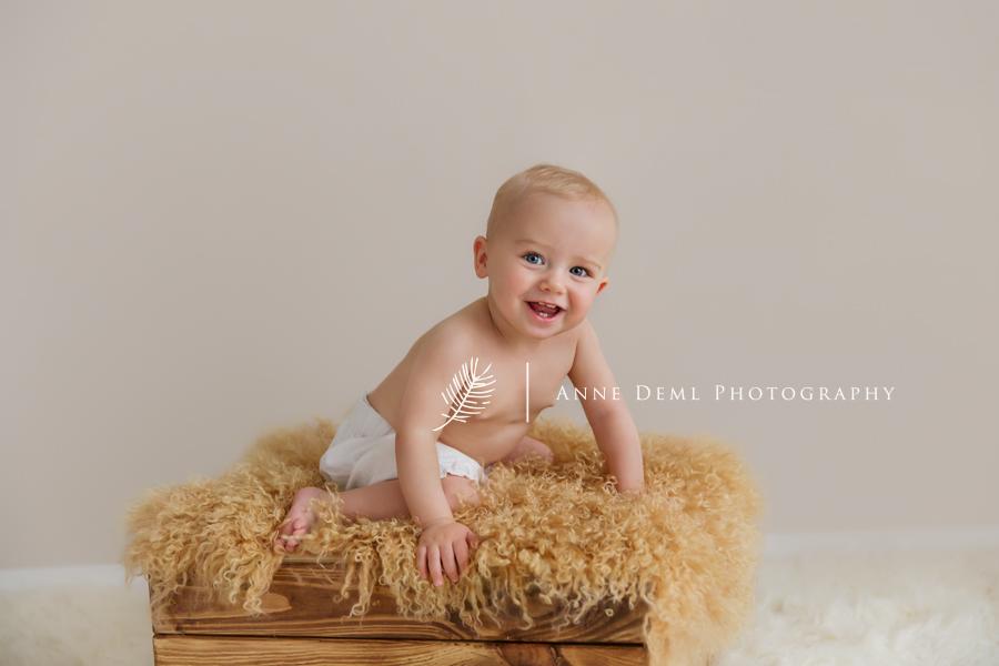 babyshooting_im_fotostudio_besondere_babybilder_babyfotografie_anne_deml_muenchen_ingolstadt_freising_augsburg_ungezwungene_babyfotos_marie_08
