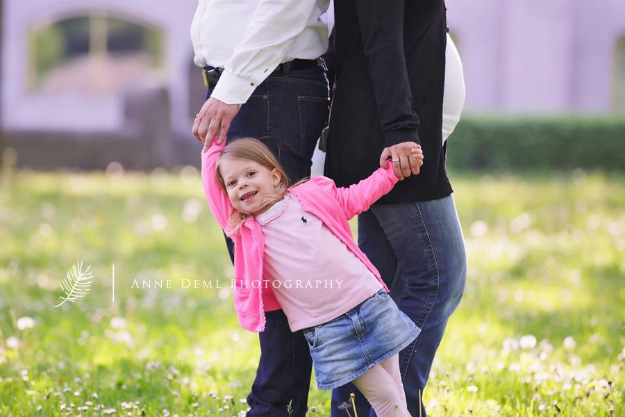 babybauch_familienshooting_familienbilder_babyauchfotos_muenchen_anne_deml_fotostudio_babyfotograf_bayern_kathrin_6