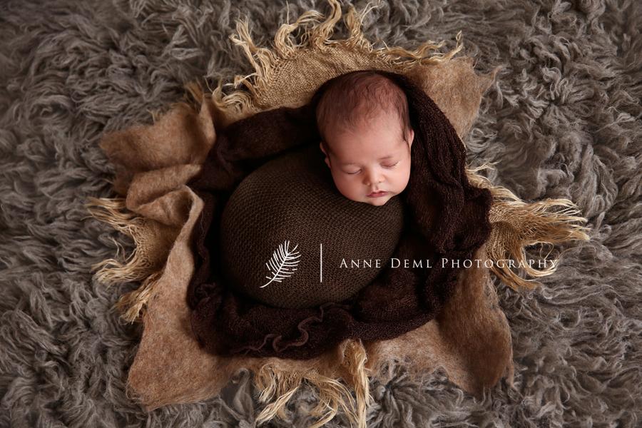 babyfotos_muenchen_babyshooting_freising_babyfotograf_anne_deml_suesse_babybilder_neugeborene_geburt_hebamme_5