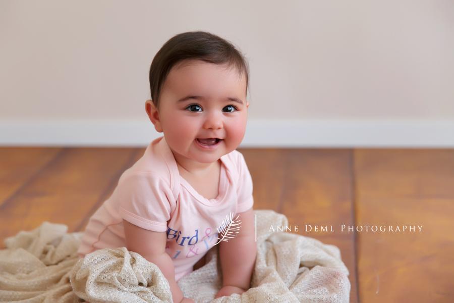 babybilder_familienbilder_muenchen_babyshooting_freising_ungezwungene_babyphotos_anne_deml_babyfotograf_muenchen_emma_10